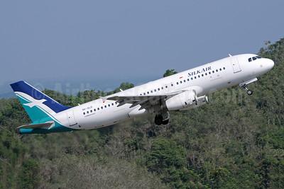 SilkAir Airbus A320-232 9V-SLD (msn 1422) HKT (Richard Vandervord). Image: 923657.