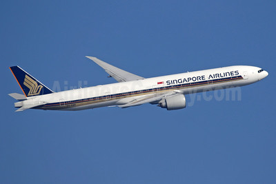 Singapore Airlines Boeing 777-312 ER 9V-SWF (msn 34571) LHR (SPA). Image: 941043.