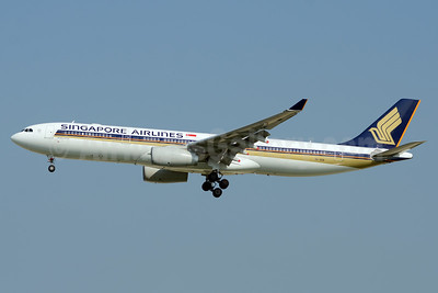 Singapore Airlines Airbus A330-343 9V-SSA (msn 1485) SIN (TMK Photography). Image: 925151.