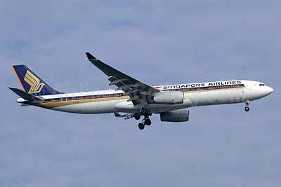 Singapore Airlines Airbus A330-343 9V-SSG (msn 1633) SIN (Michael B. Ing). Image: 935912.