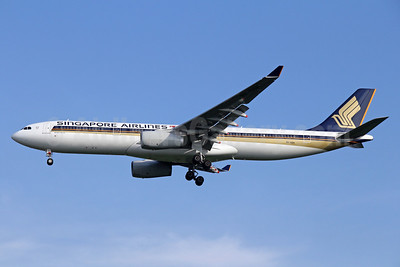 Singapore Airlines Airbus A330-343 9V-SSH (msn 1648) BKK (Michael B. Ing). Image: 935913.