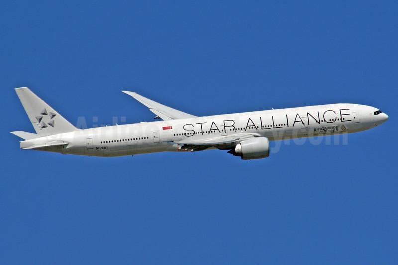 Singapore Airlines Boeing 777-312 ER 9V-SWI (msn 34574) (Star Alliance) LHR (SPA). Image: 925150.