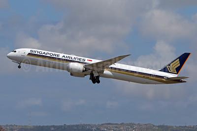 Singapore Airlines Boeing 787-10 Dreamliner 9V-SCH (msn 60256) DPS (Pascal Simon). Image: 952547.