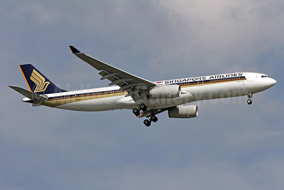 Singapore Airlines Airbus A330-343 9V-STS (msn 1157) SIN (Michael B. Ing). Image: 910605.