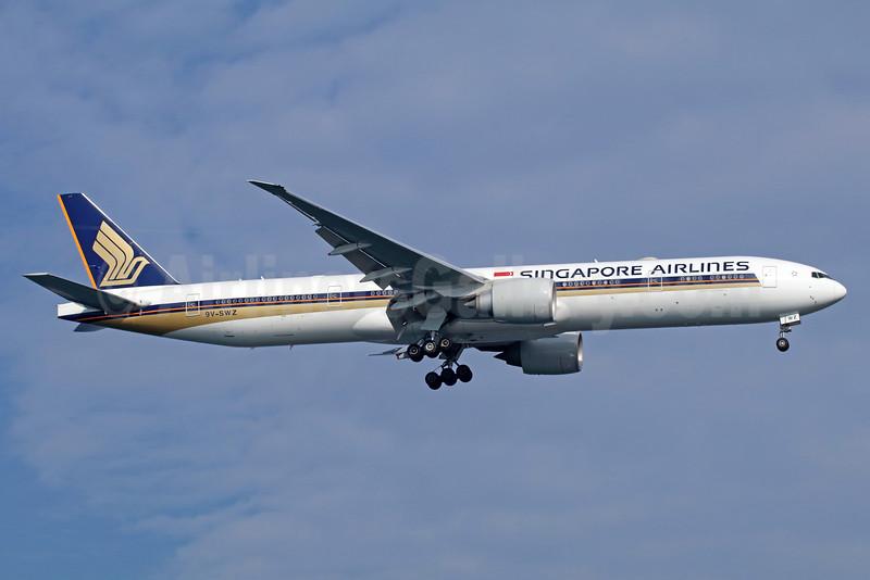 Singapore Airlines Boeing 777-312 ER 9V-SWZ (msn 42239) SIN (Michael B. Ing). Image: 935911.