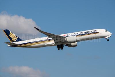 Singapore Airlines Airbus A350-941 9V-SMK (msn 084) MAN (Rob Skinkis). Image: 937798.
