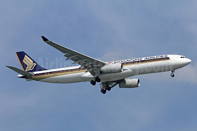 Singapore Airlines Airbus A330-343 9V-STQ (msn 1149) SIN (Michael B. Ing). Image: 943172.
