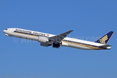 Singapore Airlines Boeing 777-312 ER 9V-SWL (msn 34577) LAX (Michael B. Ing). Image: 937572.