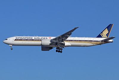 Singapore Airlines Boeing 777-312 ER 9V-SWN (msn 34579) LAX (Michael B. Ing). Image: 937574.