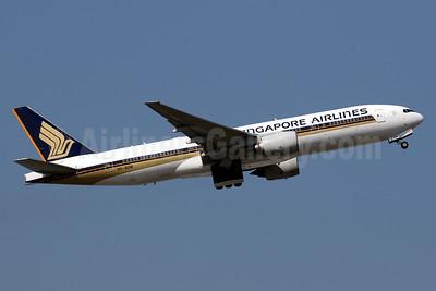 Singapore Airlines Boeing 777-212 ER 9V-SVM (msn 30874) HKG (Javier Rodriguez). Image: 937571.