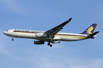 Singapore Airlines Airbus A330-343 9V-STF (msn 1010) BKK (Michael B. Ing). Image: 935914.
