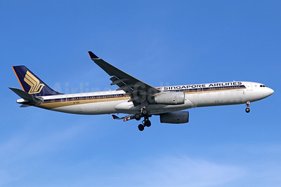 Singapore Airlines Airbus A330-343 9V-SSB (msn 1517) SIN (Michael B. Ing). Image: 943171.