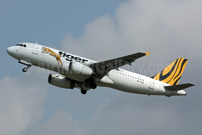 Tiger Airways (Tigerairways.com) (Singapore) Airbus A320-232 9V-TAA (msn 2204) SIN (Michael B. Ing). Image: 901096.