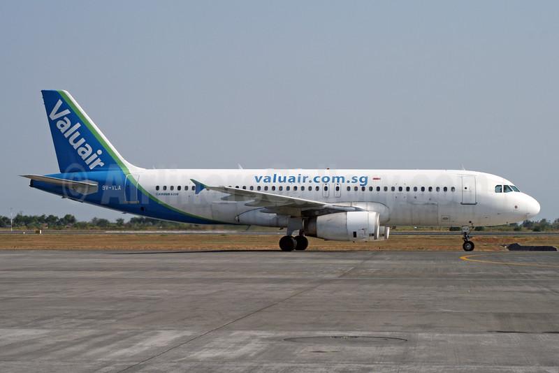 Valuair Airbus A320-232 9V-VLA (msn 2156) SUB (Michael B. Ing). Image: 925618.