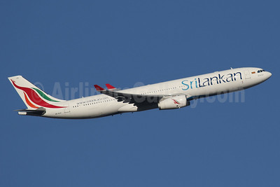 SriLankan Airlines Airbus A330-343 4R-ALO (msn 1650) LHR (SPA). Image: 940517.
