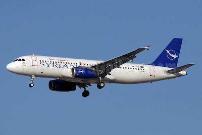 Syrian Air Airbus A320-232 YK-AKE (msn 1085) DXB (Paul Denton). Image: 910937.