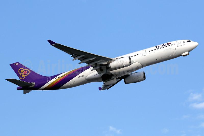 Thai Airways International Airbus A330-343 HS-TER (msn 1060) HKG (Javier Rodriguez). Image: 937173.