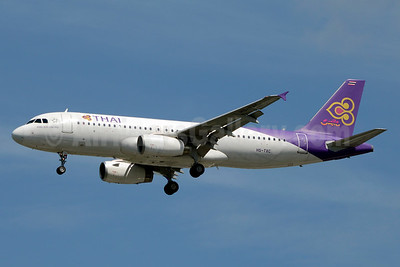Thai Airways International Airbus A320-232 HS-TXC (msn 5258) BKK (Jay Selman). Image: 403529.