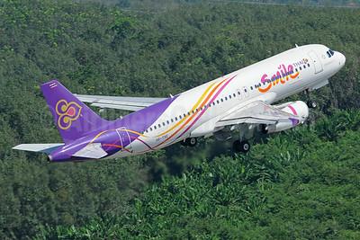 Thai Smile Airbus A320-232 HS-TXE (msn 5436) HKT (Richard Vandervord). Image: 923697.