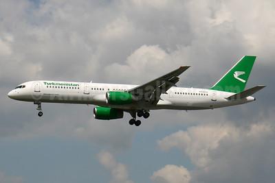 Turkmenistan Airlines Boeing 757-23A EZ-A010 (msn 25345) FRA (Konstantin von Wedelstaedt). Image: 934135.