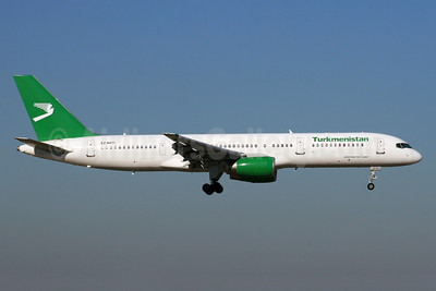 Turkmenistan Airlines Boeing 757-22K EZ-A011 (msn 28336) LHR (SPA). Image: 926414.