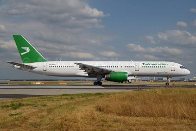Turkmenistan Airlines Boeing 757-22K EZ-A011 (msn 28336) FRA (Bernhard Ross). Image: 913226.