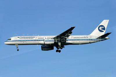 Turkmenistan Airlines Boeing 757-22K EZ-A011 (msn 28336) LHR (Antony J. Best). Image: 900740.