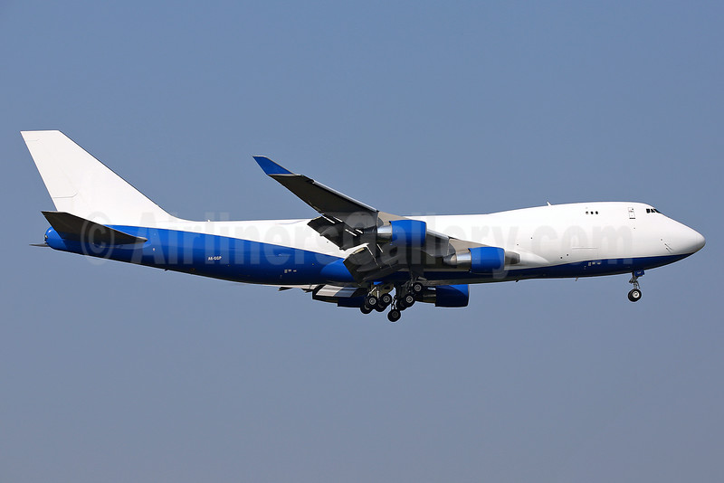 Dubai Air Wing - Royal Flight Boeing 747-412F A6-GGP (msn 28032) (Great Wall colors) STN (Keith Burton). Image: 934910.