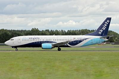 Eastern SkyJets Boeing 737-4Y0 A6-ESF (msn 25177) SNN (Malcom Nason). Image: 905347.