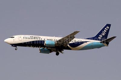 Eastern SkyJets Boeing 737-4Y0 A6-ESF (msn 25177) DXB (Paul Denton). Image: 945560.