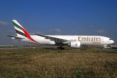 Emirates SkyCargo (Emirates Airline) Boeing 777-F1H A6-EFN (msn 42232) FRA (Christian Volpati Collection). Image: 935802.