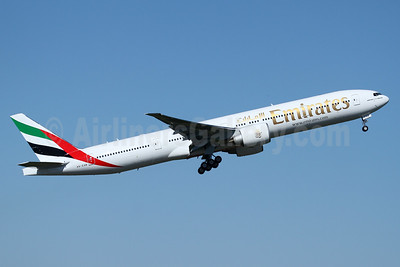 Emirates Airline Boeing 777-31H ER A6-EQB (msn 42347) PAE (Nick Dean). Image: 938091.