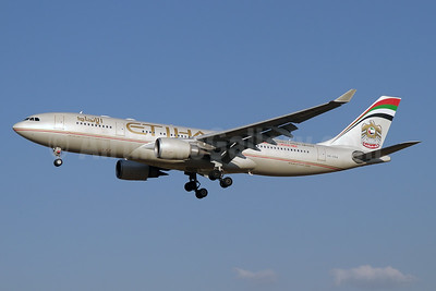 Etihad Airways Airbus A330-202 A6-AGA (msn 825) JNB (Paul Denton). Image: 923519.