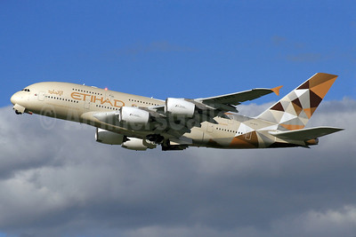 Etihad Airways Airbus A380-861 A6-APD (msn 180) LHR (SPA). Image: 929582.