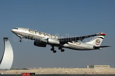 Etihad Cargo (Etihad Airways) Airbus A330-243F A6-DCA (msn 1032) AUH (Rob Finlayson). Image: 937437.