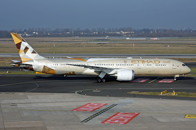 Etihad Airways' first Boeing 787 and new livery