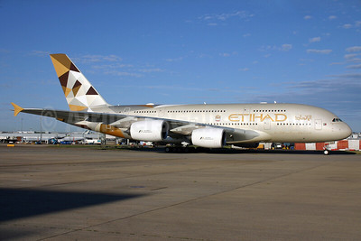 Etihad Airways Airbus A380-861 A6-APC (msn 176) LHR. Image: 928996.