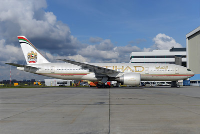 Etihad Airways (Air India) Boeing 777-237 LR A6-LRC (msn 36302) AMS (Ton Jochems). Image: 922522.