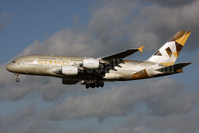 Etihad Airways Airbus A380-861 A6-APE (msn 191) LHR (SPA). Image: 931396.