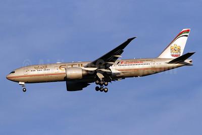 Etihad Airways (Air India) Boeing 777-237 LR A6-LRE (msn 36304) IAD (Brian McDonough). Image: 924445.