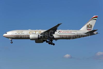 Etihad Airways (Air India) Boeing 777-237 LR A6-LRA (msn 36300) LAX (James Helbock). Image: 930917.
