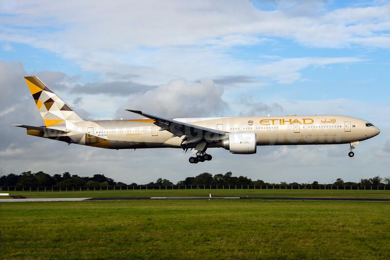 Etihad Airways Boeing 777-3FX ER A6-ETA (msn 34597) DUB (Rob Skinkis). Image: 932225.