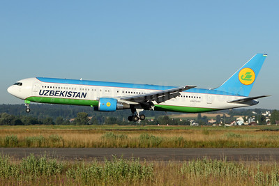 Uzbekistan Airways Boeing 767-33P ER UK67005 (msn 40533) ZRH (Andi Hiltl). Image: 933867.