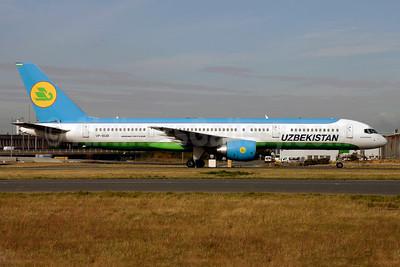 Uzbekistan Airways Boeing 757-23P VP-BUD (msn 30061) CDG (Pepscl). Image: 903811.