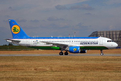 Uzbekistan Airways Airbus A320-214 D-AVVA UK32011) (msn 4371) XFW (Gerd Beilfuss). Image: 905205.