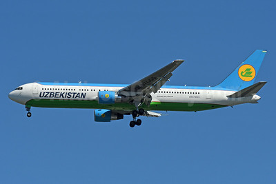 Uzbekistan Airways Boeing 767-33P ER UK67005 (msn 40533) JFK (Fred Freketic). Image: 939099.