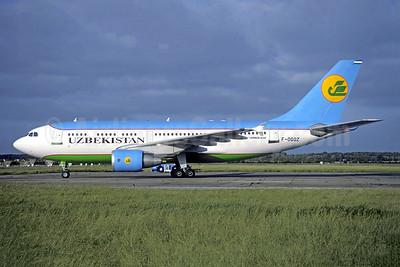 Uzbekistan Airways Airbus A310-324 F-OGQZ (UK31002) (msn 576) AMS (Christian Volpati Collection). Image: 951750.