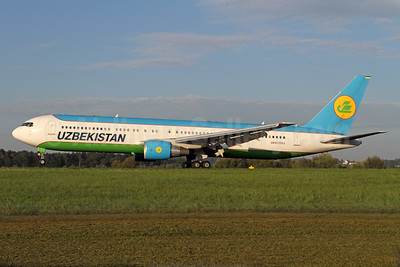 Uzbekistan Airways Boeing 767-33P ER UK67003 (msn 40534) ZRH (Andi Hiltl). Image: 939101.
