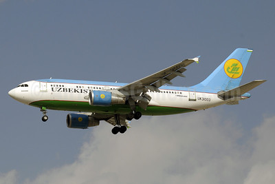 Uzbekistan Airways Airbus A310-324 UK31003 (msn 706) DXB (Paul Denton). Image: 911639.