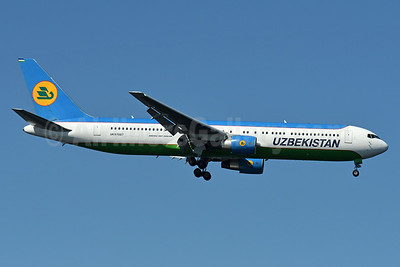 Uzbekistan Airways Boeing 767-3CB ER UK67007 (msn 33469) JFK (Fred Freketic). Image: 939098.